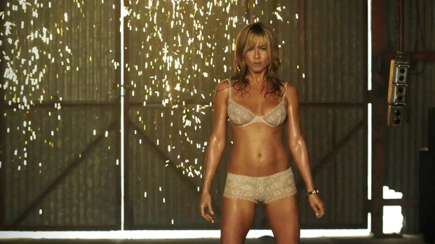 nsfw-jennifer-aniston-is-sizzling-in-the-trailer-for-we_re-the-millers-movies