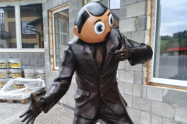 frank-sidebottom-statue