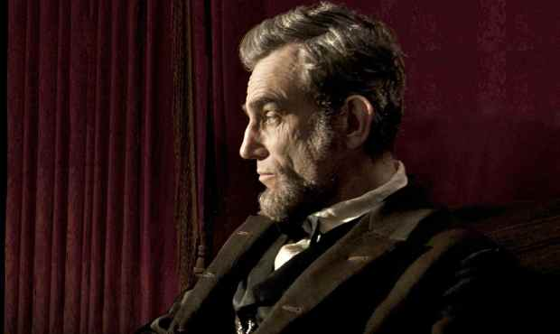 """LINCOLN"" L-001131R Daniel Day Lewis stars as President Abraham Lincoln in this scene from director Steven Spielberg's ""Lincoln"" from DreamWorks Pictures and Twentieth Century Fox. Ph: David James, SMPSP ©DreamWorks II Distribution Co., LLC.  All Rights Reserved."